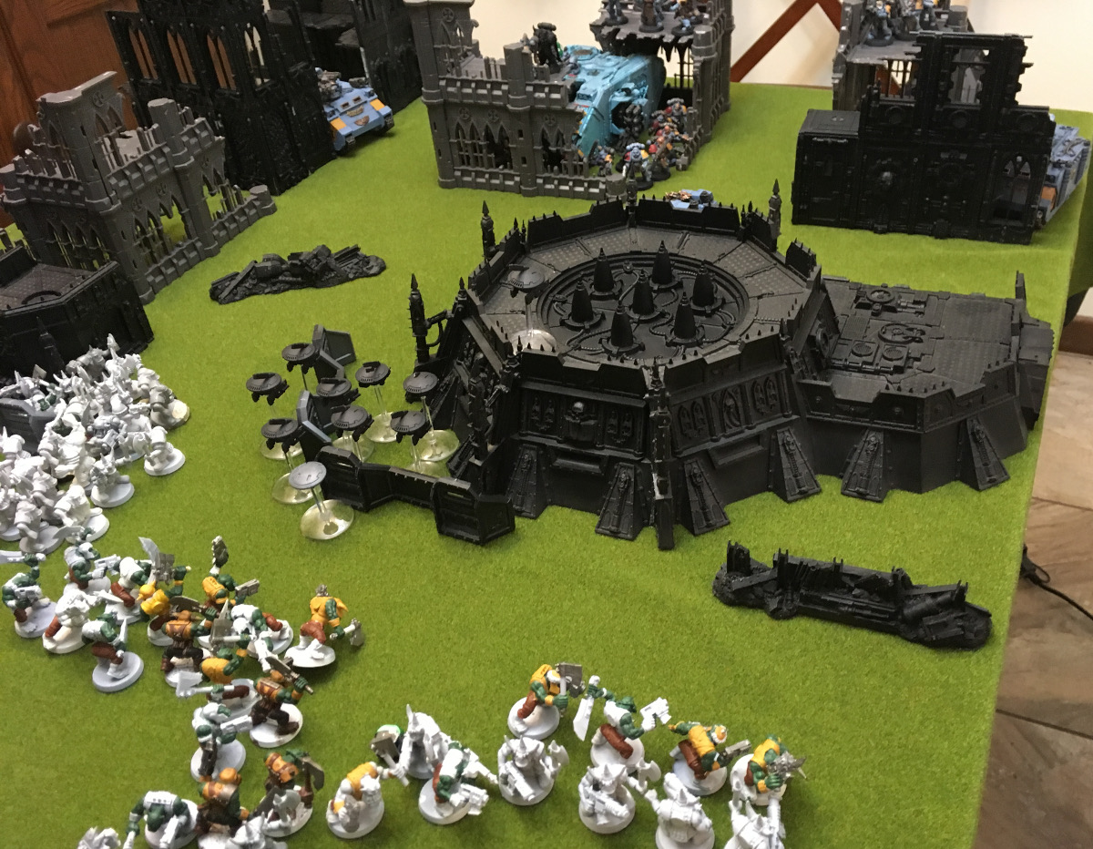 http://www.aurumvorax.com/files/batreps/2000-wolves-vs-allied-tau-orks-20171021/0487-21-18-23-x4-wolves-fall-back.jpg