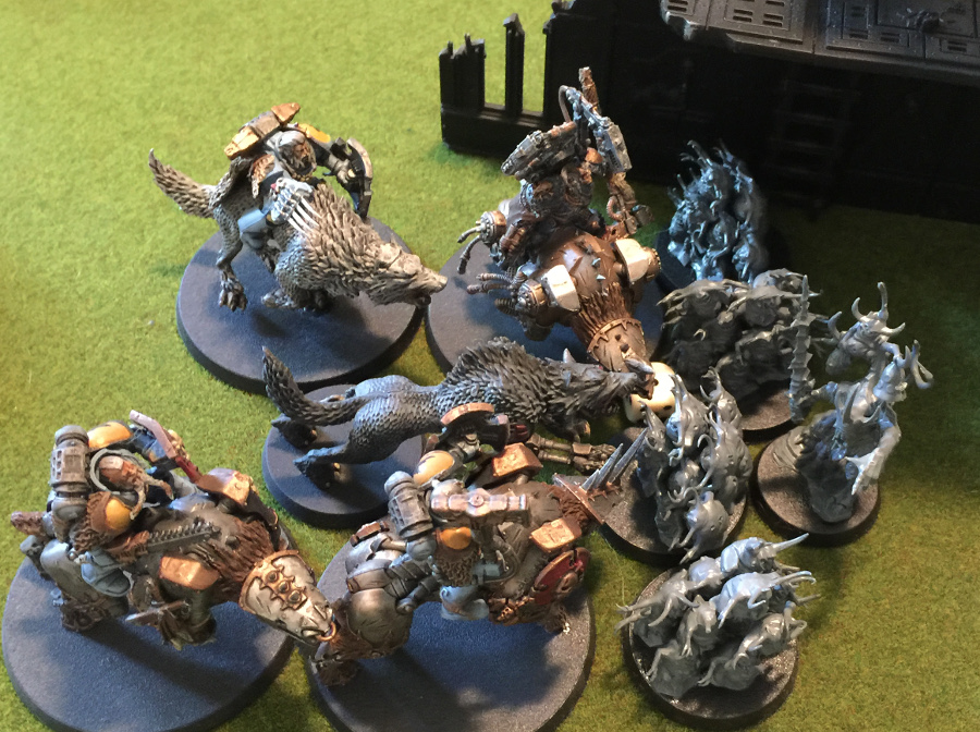 http://www.aurumvorax.com/files/batreps/3000-wolves-vs-daemons-20160820/4097-20-15-30-w3-thunderwolves-charge-nurglings.jpg